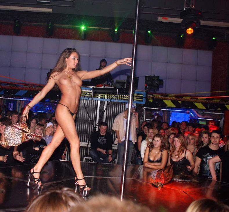 фото красивой голой в клубе пасмурная, из-за